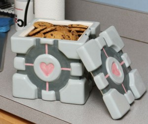 Do you love portal? And do you also love cookies? Then why not treat yourself to both with the Portal Companion Cube cookie jar.