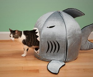 Shark Prima Nano Pet Bed – Scare the shit out of your pet with the shark nano pet bed by prima