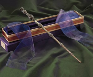 Dumbledore's Wand – Preserve the memory of one of the greatest wizards of all time by proudly displaying an exact replica of his wand. It's also super nifty that it […]