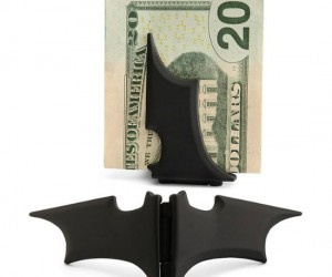 Batman Money Clip – Who could protect money better than Batman? I mean think about it, even his secret identity is a really really rich man.