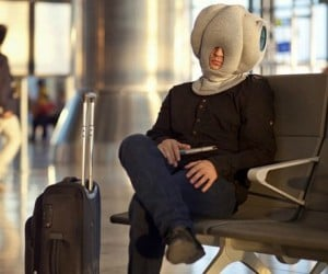 Ostrich Pillow – Have you ever wondered what it feels like to have your head buried in the sand while you nap like an ostrich? With this pillow I'm sure […]