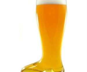 Das Beer Boot – Fact: Beer tastes twice as good coming out of a giant boot.