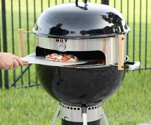 As the weather warms up you are not going to want to heat up your house baking pizza… not only that but a charcoal cooked pizza sounds absolutely delicious!!!