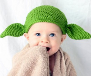 Baby Yoda Hat – Keeps baby's head warm it does!