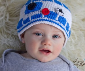 R2D2 Knit Baby Beanie – You baby already sounds like R2 why not get a hat to match.