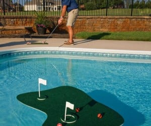 Floating Golf Game – Golf is much more difficult when almost the whole course is a water hazard, not to mention the added difficulty of the hole drifting away.