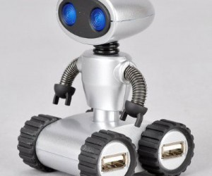 Robot USB Hub – Who wouldn't love having this cute little guy helping around the office?
