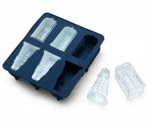 Doctor Who TARDIS and Dalek ice cube tray – Great gift for any fan of Doctor Who and or cold beverages.