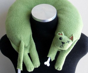 Zombie Cat Travel Neck Pillow – Nothing's more comfortable than a dead cat around your neck