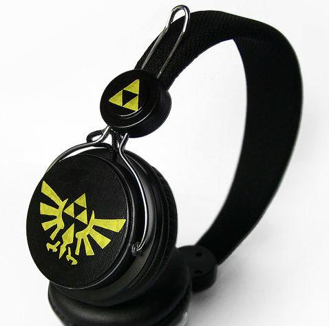 zelda-triforce-headphones