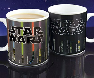 Star Wars Lightsaber Heat Changing Mug – Simply pour your hot drink of choice and enjoy as the lightsabers magically light up.