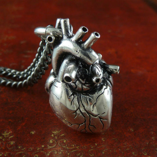 anatomical-heart-necklace